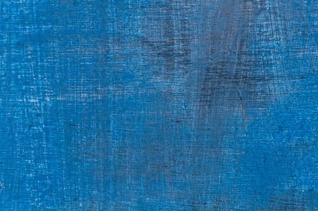 Gebarsten blauwe textuur op een houten boot.