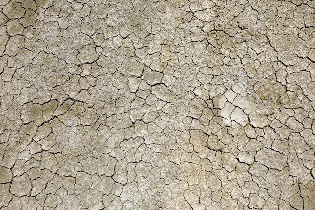Gebarsten droge aarde