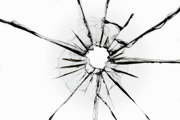 Gebarsten glas op een wit oppervlak