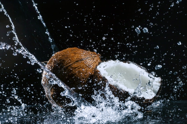 Gebarsten kokosnoot