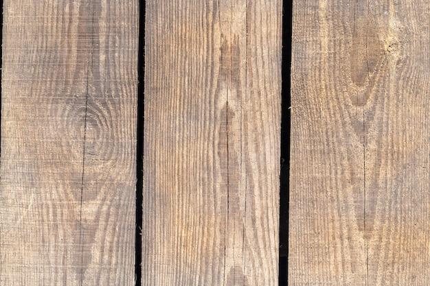Gebarsten plaat gebruikt als bouwmateriaal, close-up, zichtbare schade na behandeling