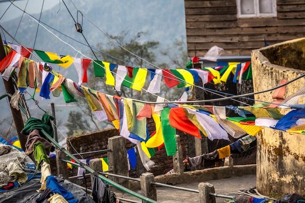 Gebed kleurrijke vlaggen
