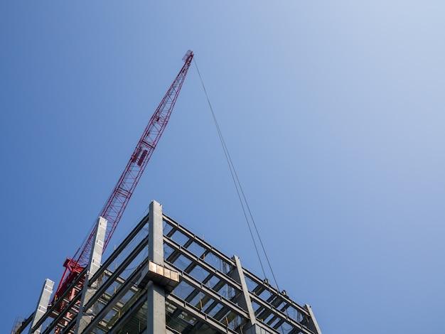 Gebouw in aanbouw, kranen en hoogbouw