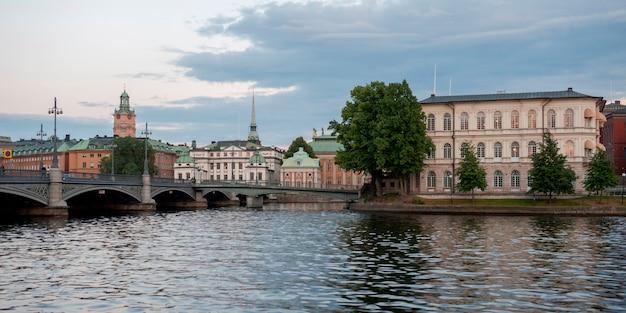 Gebouwen aan de waterkant, riddarfjarden, stockholm, zweden