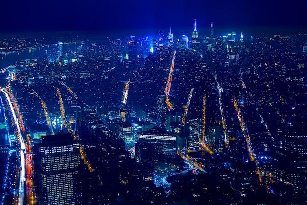 Gebouwen en straten van de aanblik in new york city. luchtfoto