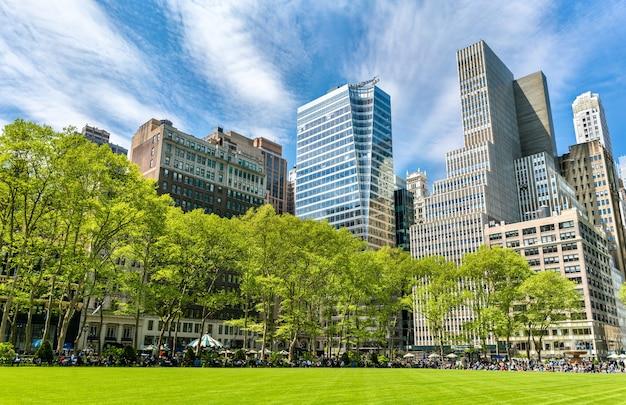 Gebouwen in bryant park in new york city, verenigde staten