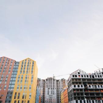 Gebouwen in nieuwe wijk in aanbouw