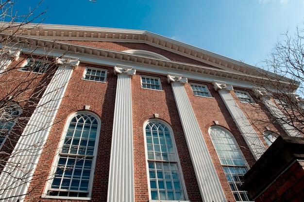 Gebouwen op de campus van de universiteit van harvard in boston, massachusetts, de vs