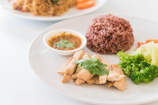 Gebraden kip en groente met bessenrijst