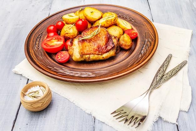 Gebraden kippendijen en aardappeltjes