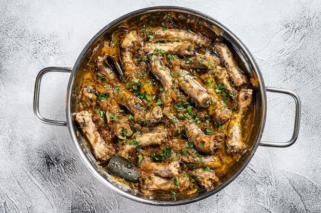 Gebraden kippenhalzen met groenten