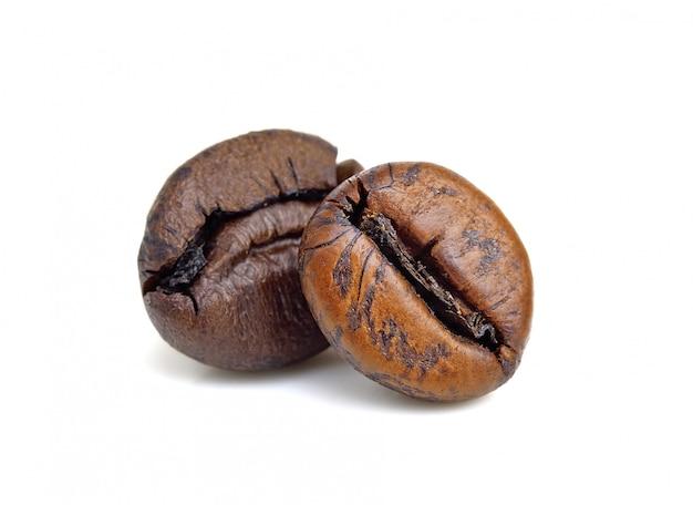 Gebrande koffiebonen geïsoleerd