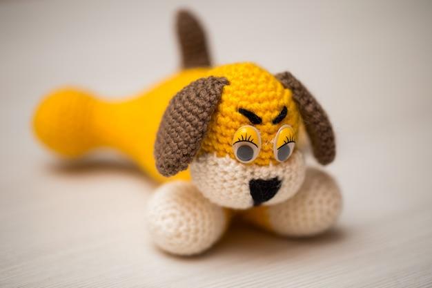 Gebreide hondenhand. symbool.
