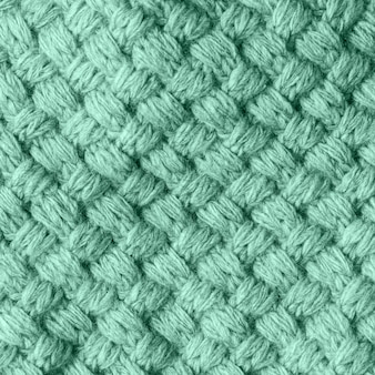 Gebreide zelfgemaakte wollen getextureerde sjaal afgezwakt tot neo mint colorgift box