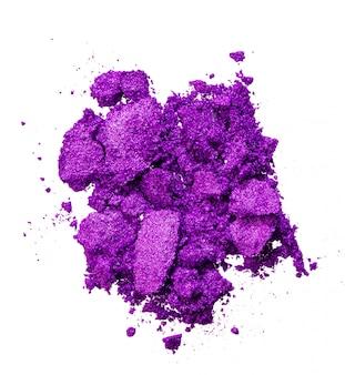 Gebroken oogschaduw van heldere paarse kleur, make-up