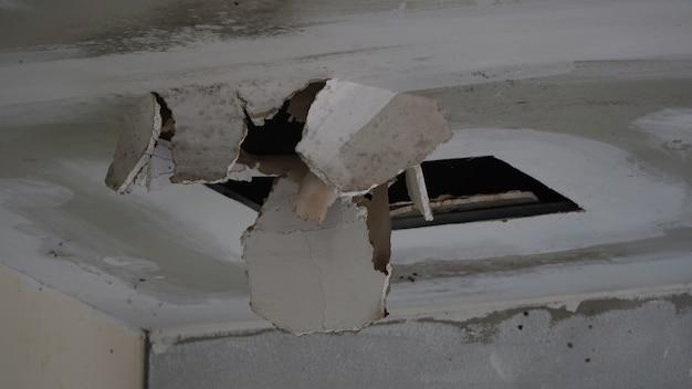 Gebroken plafond van regent storm
