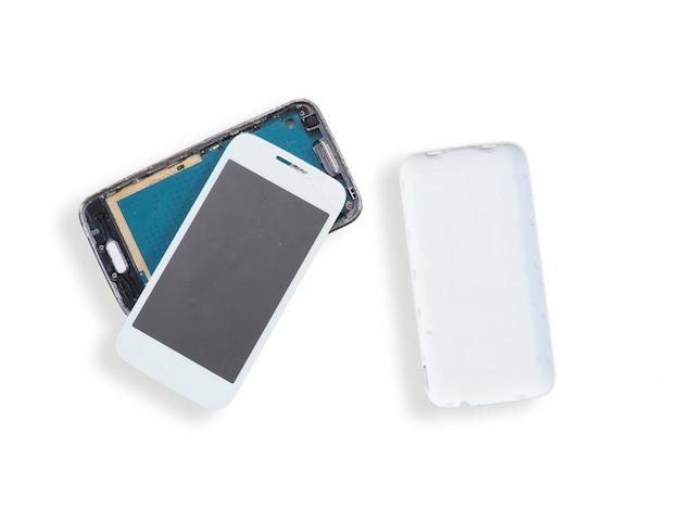 Gebroken slimme telefoon die op wit wordt geïsoleerd