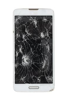 Gebroken smartphone die op witte achtergrond wordt geïsoleerd