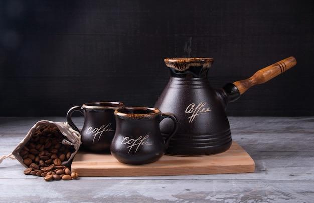Gebrouwen koffie in turkije. koffie drinken in de ochtend