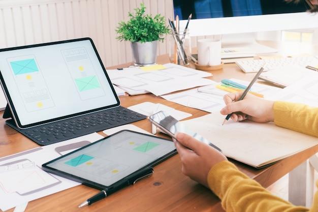 Gebruikersinterface en gebruikerservaring technologie concept.