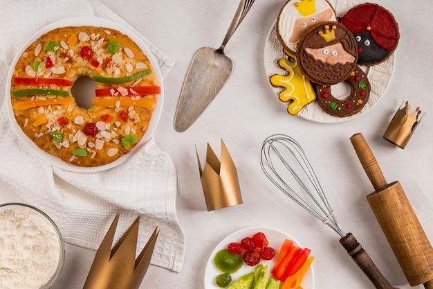 Gebruiksvoorwerpen en dessert gelukkige openbaring
