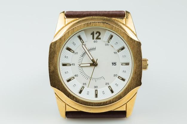 Gebruikt horloge geïsoleerd