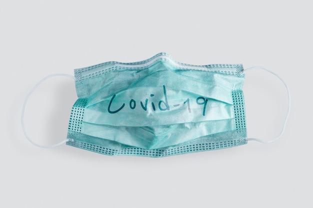 Gebruikt medisch gezichtsmasker tijdens pandemie van het coronavirus