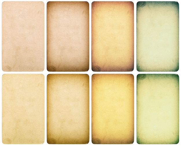 Gebruikt papier karton met randen geïsoleerd op een witte achtergrond. getinte textuur in instagram-stijl