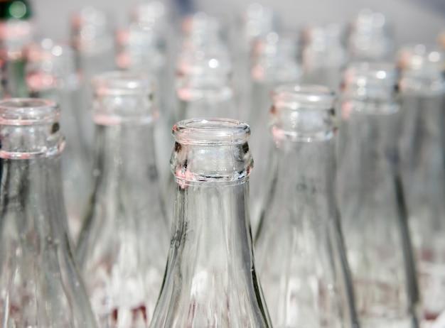Gebruikte glazen flessen.