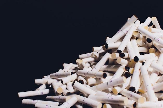 Gebruikte sticks van het tabak iqos-systeem. roken zonder tabak te verbranden.