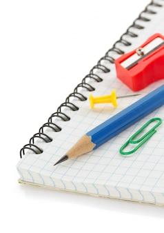 Gecontroleerde notebook op wit
