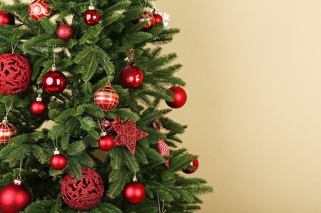 Gedecoreerde kerstboom close-up