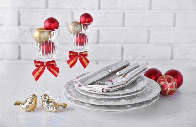 Gedecoreerde kersttafel instelling. kerst menu concept