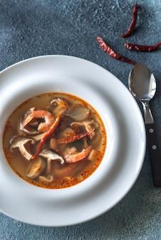 Gedeelte van thaise tom yum soep