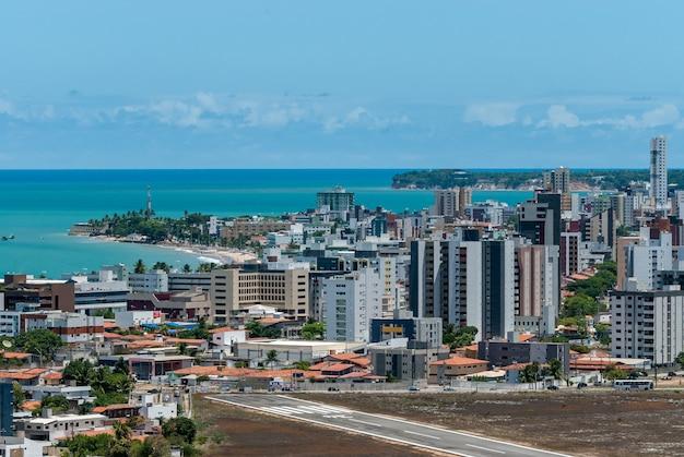 Gedeeltelijk zicht op de stad joao pessoa paraiba brazilië op 10 maart 2010