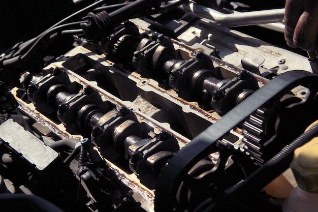 Gedemonteerde automotor