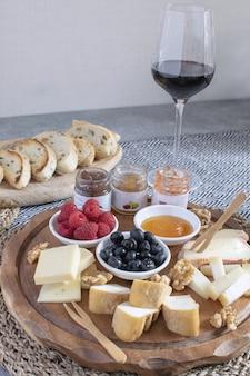 Gediende lijst - wijnvoorgerecht, kaasassortiment