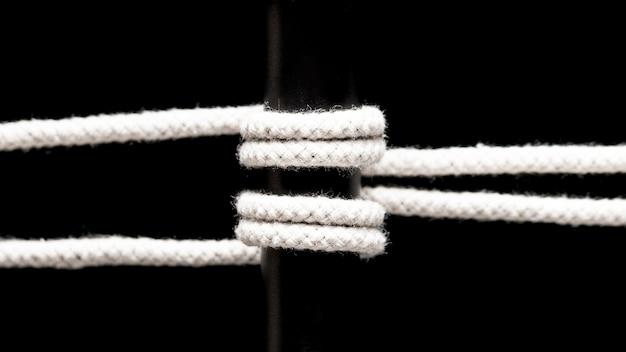 Gedraaid katoenen touw en zwarte staaf