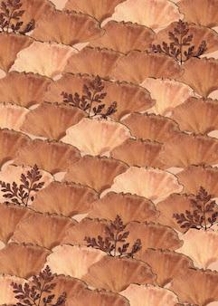 Gedroogd blad met een beige patroon