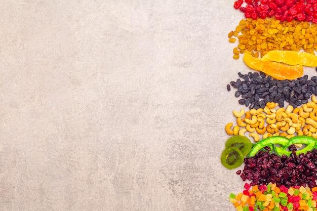 Gedroogd en gekonfijt fruit en cashewnoten