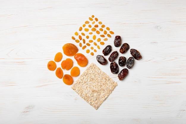 Gedroogd fruit arrangement plat gelegd