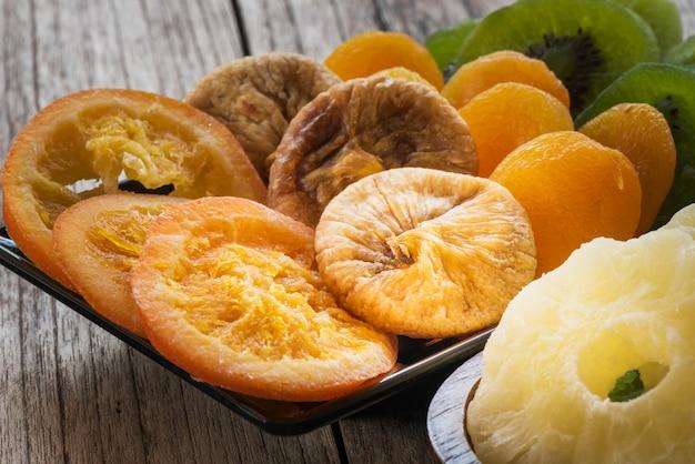 Gedroogd fruit en voedselbehoud gedehydrateerd