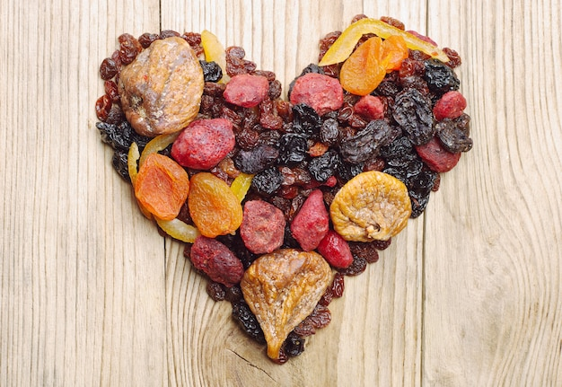 Gedroogd fruit in de vorm van harten
