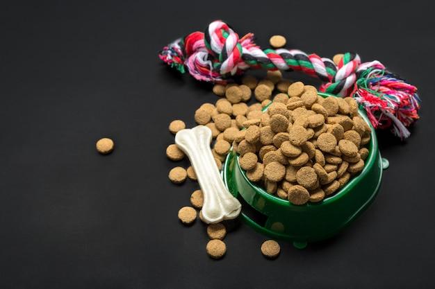 Gedroogd voedsel voor honden of katten.