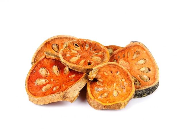 Gedroogde baal fruit geïsoleerd