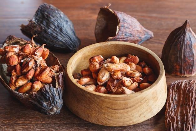 Gedroogde cacaopeulen en gedroogde cacaobonen