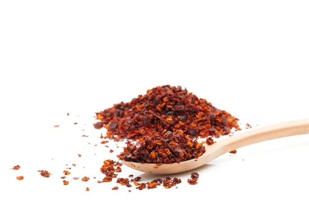 Gedroogde chili maaltijd op een wit oppervlak