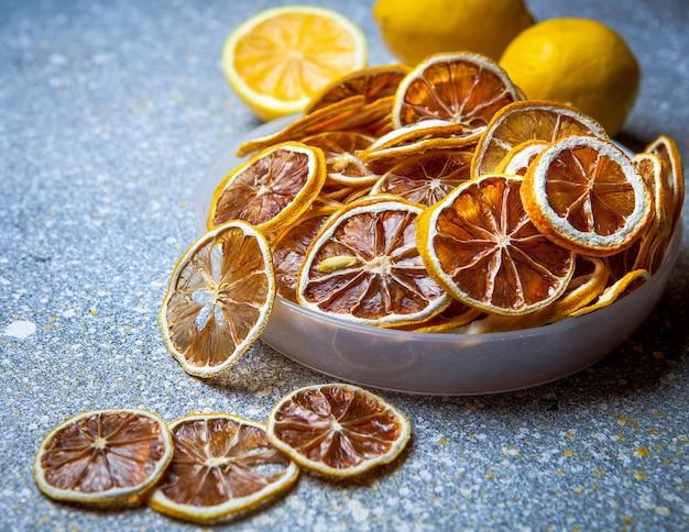 Gedroogde citroen in plaat