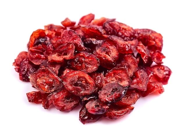 Gedroogde cranberry geïsoleerd op wit
