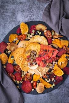 Gedroogde groenten en fruit gedehydrateerde persimmon watermeloen ananas rode biet chips